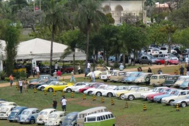 Exposição de carros antigos em Brasília reúne 200 exemplares desde 1920