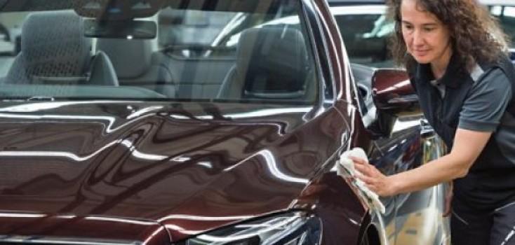 Mercedes-Benz usa GPS de carros para localizar clientes em débito