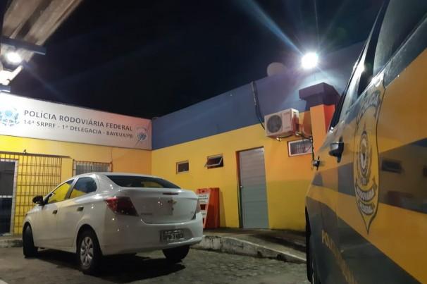 PRF recupera cinco veículos roubados durante fiscalizações