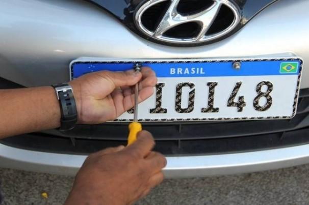 Fabricantes de placas questionam novas regras para emplacamento