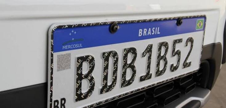 Dupla é presa com motocicleta com numeração da placa adulterada