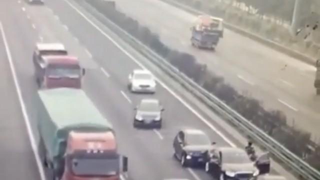Nunca fique na pista após um acidente
