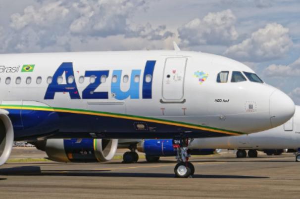 Avião da Azul faz pouso de emergência e fecha Aeroporto do Recife