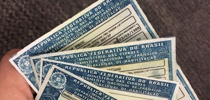 Dono da Havan vai mudar a CNH para dirigir Carreta Patriota