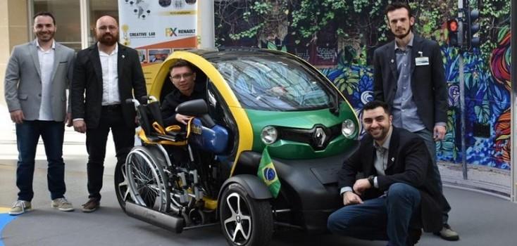 Estudantes brasileiros criam carro elétrico para cadeirantes e ganham prêmio na França