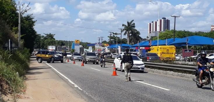 Obras na BR-230 causam congestionamento em João Pessoa