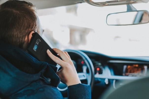 Celular ao volante: só este ano em João Pessoa, quase 300 condutores foram flagrados