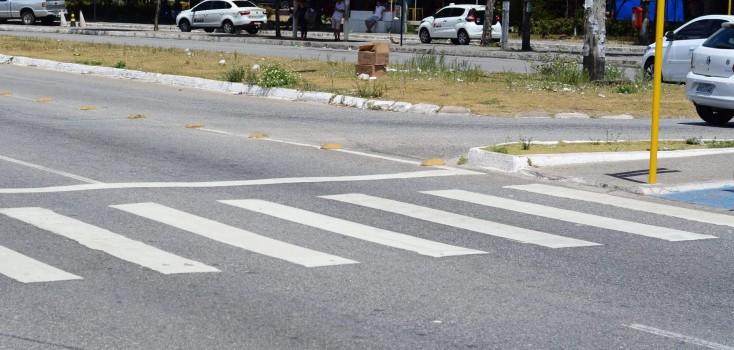 Desrespeito ao uso da faixa de pedestres ainda é prática comum