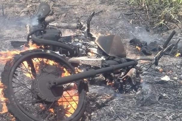 Homem morre carbonizado após moto pegar fogo em rodovia da Paraíba