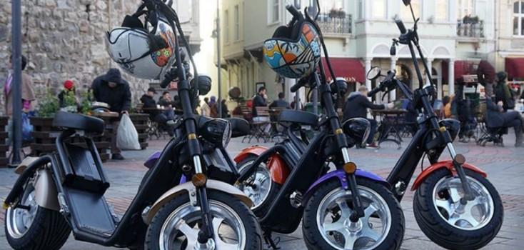 Emplacamento e habilitação podem ser exigidos dependendo do tamanho de Patinetes e Scooters