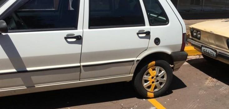 Funcionário deve apresentar justificativa após pintar veículo estacionado