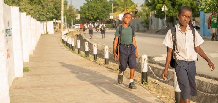Mulher redesenha ruas para salvar crianças