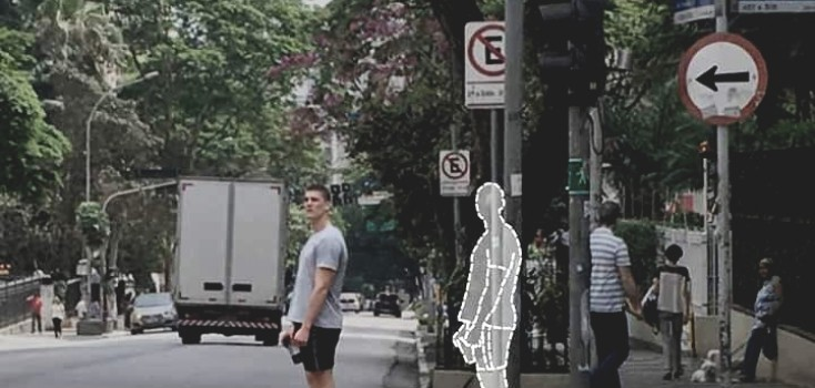 Que tal aguardar na calçada para atravessar a rua?