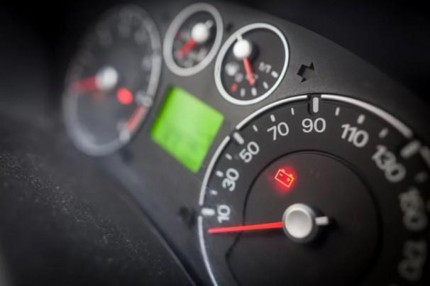 Bateria de carro: arriou, acendeu a luz, como escolher