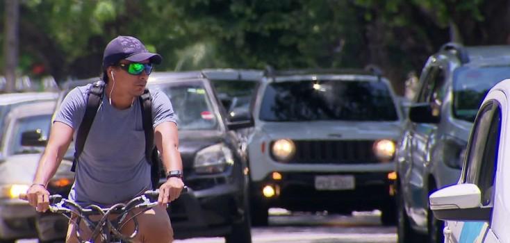 Pedestres e ciclistas enfrentam desafios para circular com segurança no Recife