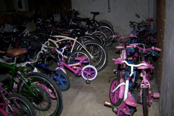 Projeto criado por adolescente de 13 anos arrecada bicicletas para comunidade atingida pela lama
