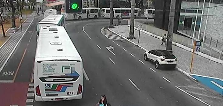Motoristas de ônibus encerram paralisação e liberam trânsito