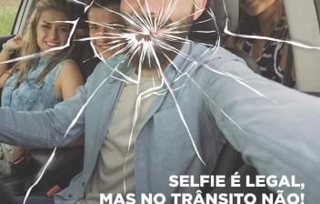 Selfie no trânsito é close errado