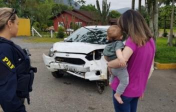 Cadeirinha salva a vida de criança na BR 101