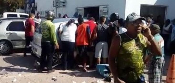 Motorista morre após perder controle de veículo e bater em muro de policlínica