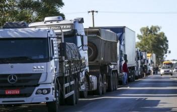 Governo estuda dar auxílio a caminhoneiros e prorrogar CNH