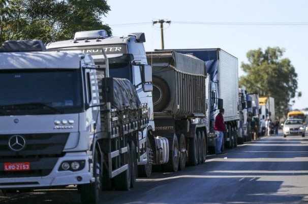 Paralisação de caminhoneiros, postos sem combustíveis