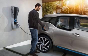 Conheça a história do carro elétrico