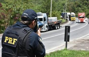 Fim da fiscalização eletrônica aumenta nº de mortes em via federal em Fortaleza, diz secretário