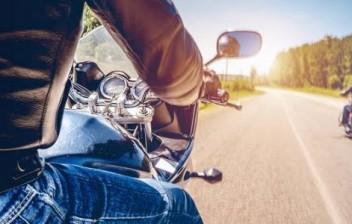 No Brasil, quais são as principais medidas de proteção exclusivas para veículos de duas rodas (motos, bicicletas, patinetes, etc.)?