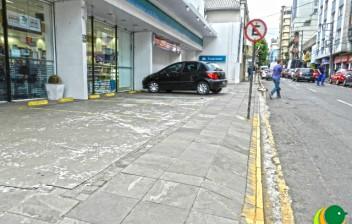 Código de Trânsito Brasileiro proíbe estacionamento privativo para clientes