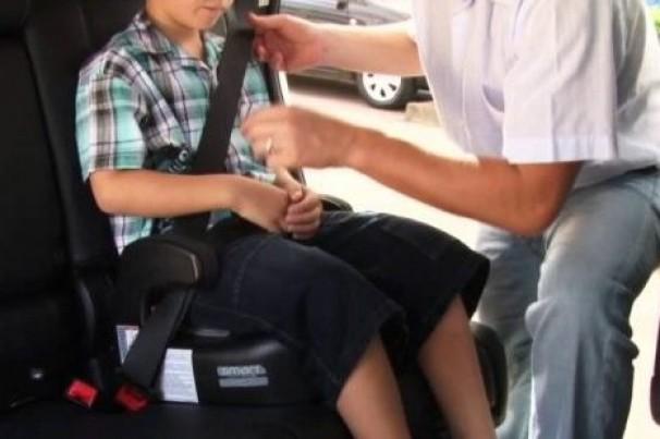 Um quinto dos pais e avós admite não prender crianças de maneira segura em veículos