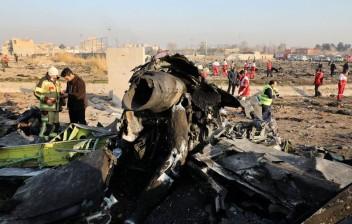 Avião ucraniano com 176 a bordo cai em Teerã após decolar
