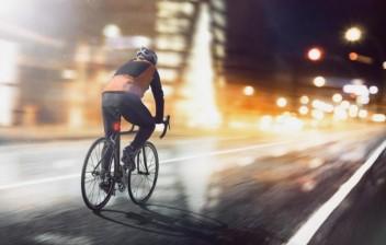 Vai pedalar a noite?
