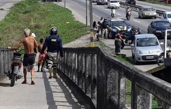 PRF flagra mais de 300 motociclistas transitando em passarelas de pedestres nas rodovias federais em 2019