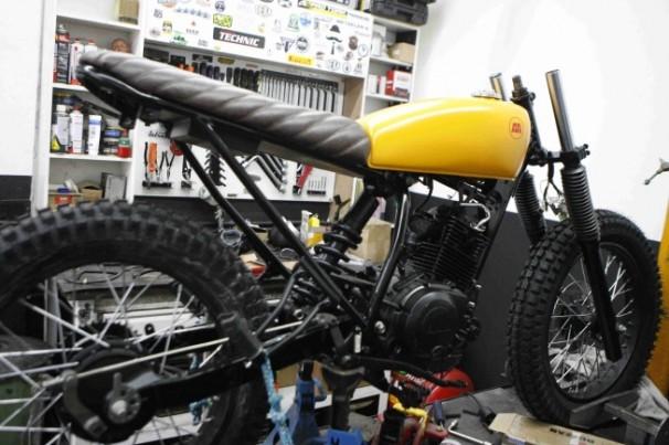 Oficina transforma motocicletas em modelos exclusivos 'por dentro e por fora'