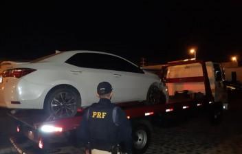 Motorista embriagado foge da PRF em Intermares, quase atropela policiais e bate carro em calçada