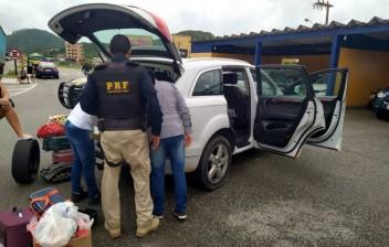 Brasileiros são flagrados circulando com veículos estrangeiros irregulares