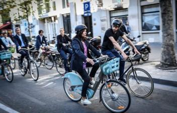 Prefeita de Paris quer cidade exclusiva para ciclistas, mas os desafios são grandes