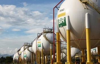 Petrobras reduz preços da gasolina em 12% e diesel em 7,5%