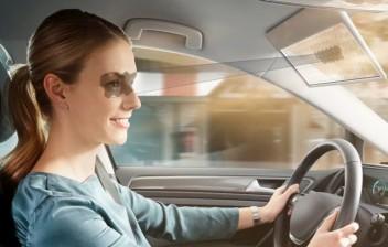 Este quebra-sol para carros da Bosch usa uma tela LCD para não bloquear sua visão da via