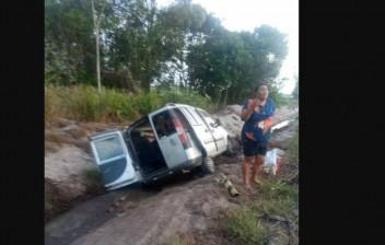Homem morre em acidente envolvendo carro e motocicleta na Paraíba