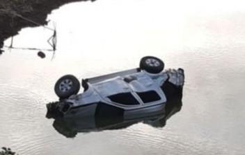 Condutor perde controle, veículo cai em açude e deixa 11 pessoas feridas