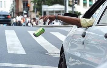 Atitudes comuns no trânsito que são infrações e podem gerar multas