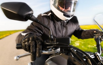 Proposta isenta de imposto equipamentos de proteção para motociclistas e ciclistas