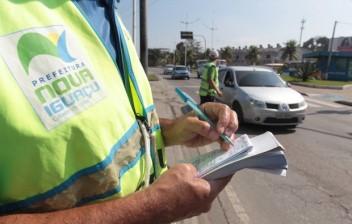 Projeto obriga fiscalização de trânsito a oferecer meio de pagamento durante abordagem