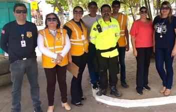 Moradores do Corredor da Folia recebem orientações sobre o trânsito nos dias de carnaval em Cabedelo