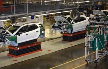 Ford adia reabertura de fábricas na América do Norte