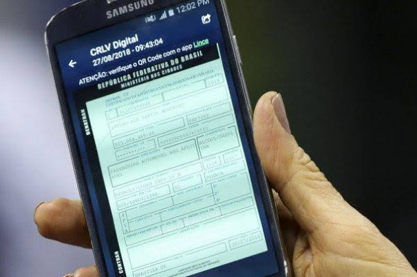 Detran adota documento digital para veículos e motorista já podem baixar aplicativo