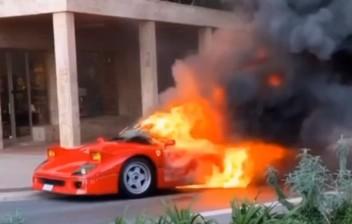 Ferrari F40 pega fogo em Mônaco, e flagra é feito por ex-piloto da MotoGP