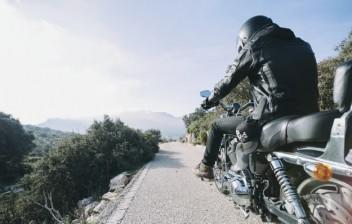 Roupas e calçados para andar de moto